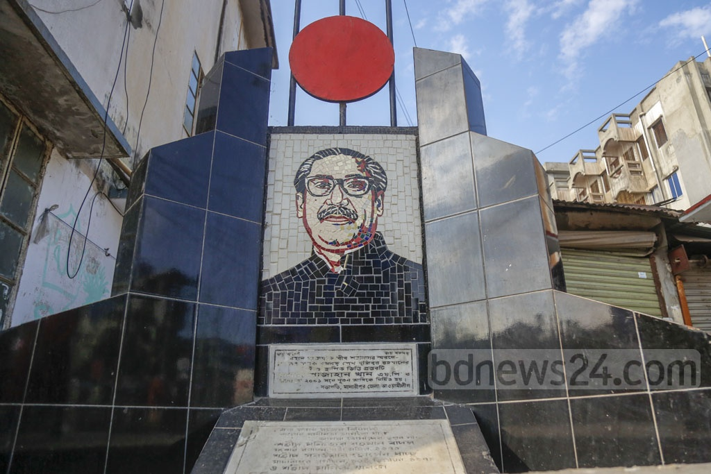 During the visit, Bangabandhu Sheikh Mujibur Rahman also laid the foundation stone to build a memorial in honour of three martyred freedom fighters in front of the Madaripur Public School. The stone is still visible at the left corner of the pond. Photo: Mahmud Zaman Ovi