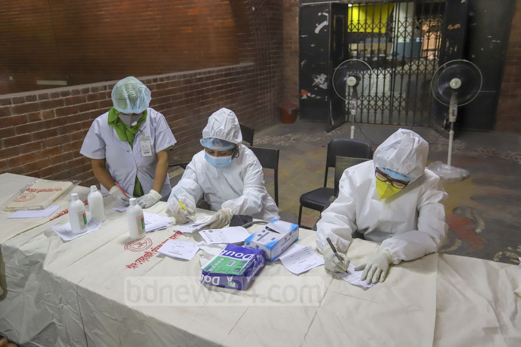 Authorities at Dhaka's Shaheed Suhrawardy Medical College Hospital launch one-stop services designating a separate counter for treatment of flu patients with symptoms like cough and fever, which are similar to those of COVID-19, amid a global coronavirus outbreak. Photo: Asif Mahmud Ove