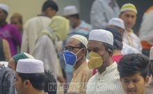 Many devotees wore face masks while offering Friday prayers at the capital's Baitul Mukarram National Mosque amid growing coronavirus risks. Photo: Asif Mahmud Ove