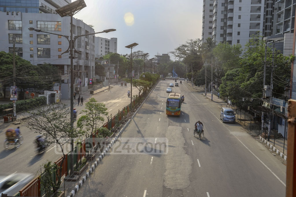 Kakrail street was nearly empty on Friday as people began to leave Dhaka after the government shut all educational institutions amid growing number of coronavirus cases in Bangladesh. Photo: Asif Mahmud Ove