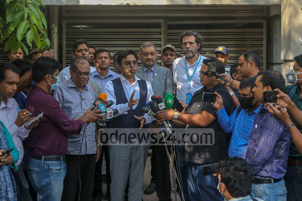 Dhaka South Mayor Mohammad Sayeed Khokon briefing the media after a meeting with WHO delegates over the coronavirus at Banani on Saturday.