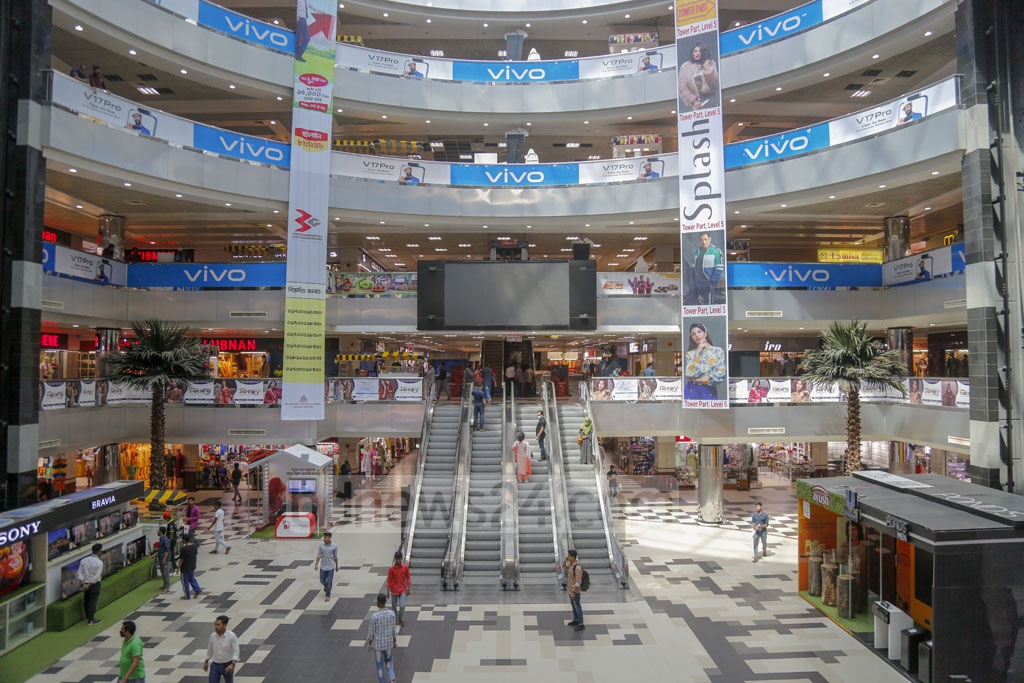 The Bashundhara City shopping mall in Dhaka's Panthapath was nearly empty on Sunday as the number of shoppers declined sharply amid the coronavirus outbreak. Photo: Mahmud Zaman Ovi