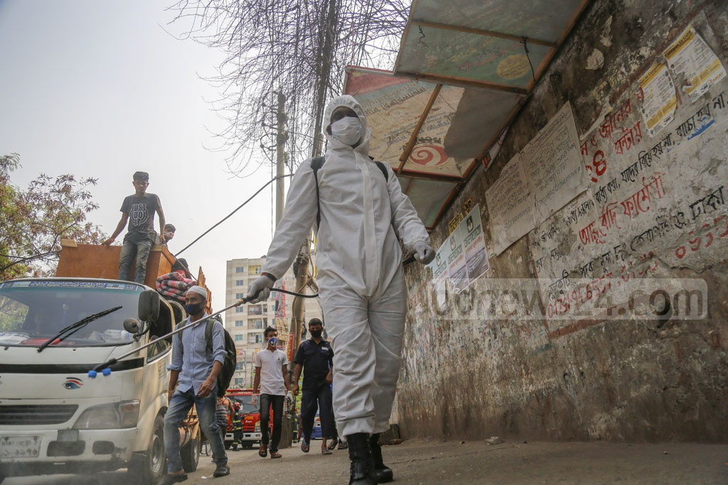 Government agencies spraying disinfectants in many parts of Dhaka on Wednesday to stem the spread of coronavirus. Photo: Mahmud Zaman Ovi