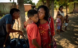 Aura Fernández, kisses her son before her journey back to Barranquilla, Colombia, at a bus stop in Maracaibo, Venezuela on Jan 20, 2020. The New York Times