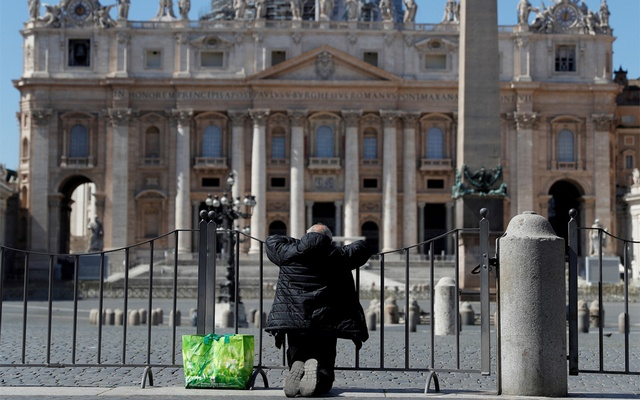 A man prays in front of an empty St. Peter's Square as the spread of the coronavirus disease (COVID-19) continues in Rome, Italy March 25, 2020. Reuters