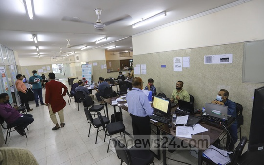 The Directorate General of Health Services has launched a control room, which is open round the clock, as part of efforts to stem the spread of the coronavirus. Photo: Asif Mahmud Ove