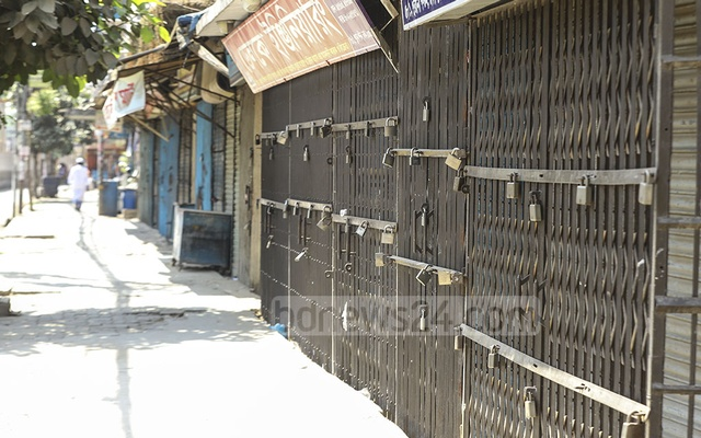 Streets are deserted, stores are shut in Dhaka due to the restrictions announced by the government to stem coronavirus spread. Photo: Asif Mahmud Ove