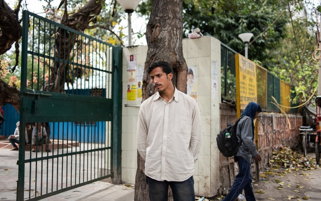 Pappu, who is unable to return to his hometown, outside a shelter in New Delhi on March 26, 2020. Millions of migrant labourers in Indian cities live and eat where they work, and the sudden shutdown of businesses has upended their lives. (Rebecca Conway/The New York Times)