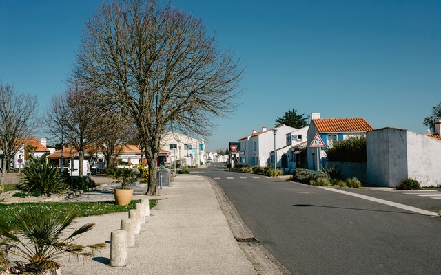 An empty street on the French island of Noirmoutier, March 24, 2020. In France and across Europe, affluent city dwellers have been decamping epicentres of the crisis to their second homes, bringing fears that they will spread the virus to regions with few hospitals to handle a surge in the sick, putting at greater risk local residents who tend to be older and have limited incomes. (Dmitry Kostyukov/The New York Times)
