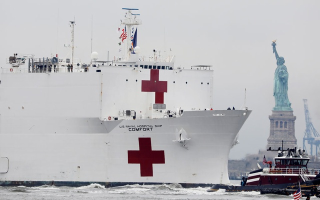 The USNS Comfort passes the Statue of Liberty as it enters New York Harbor during the outbreak of the coronavirus disease (COVID-19) in New York City, US, March 30, 2020. Reuters