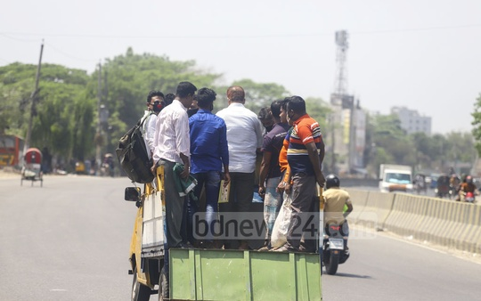 Private transport and rickshaws operate on the Dhaka-Chittagong highway amid the general holiday and public transport shutdown to halt the spread of coronavirus. Photo: Asif Mahmud Ove