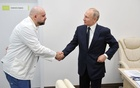 FILE PHOTO: Russian President Vladimir Putin shakes hands with the hospital's chief physician Denis Protsenko during a visit to the hospital for patients, infected with coronavirus disease (COVID-19), on the outskirts of Moscow, Russia March 24, 2020. Sputnik/Alexey Druzhinin/Kremlin/File Photo via REUTERS