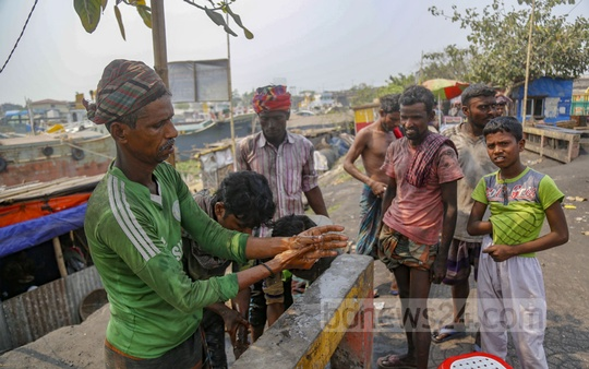 Washing hands with soap is the only method of caution against the virus for these workers. Photo: Mahmud Zaman Ovi