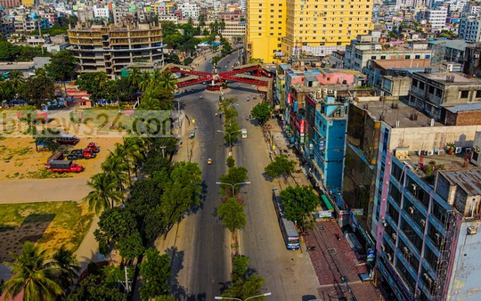 Mirpur 2 to Mirpur 10 pathway has become almost bare. Photo: Saad Abdullah