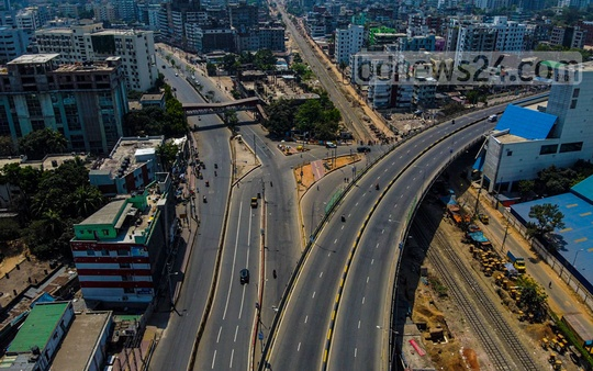 Mohakhali Flyover and Airport road have fallen silent. Photo: Saad Abdullah