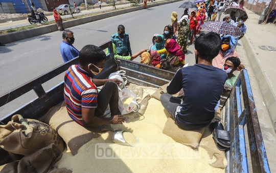 The food ministry began to sell subsidised rice at Tk 10 per kg in Dhaka in an effort to help the poor during the Bangladesh-wide shutdown due to the coronavirus outbreak. Photo: Asif Mahmud Ove
