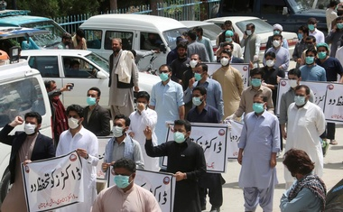 Doctors wearing face masks chant slogans during a protest against the lack of protective gears for medical staff who are treating coronavirus disease (COVID-19) patients in Quetta, Pakistan Apr 6, 2020 REUTERS