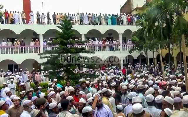 Large crowds attend Ansari's funeral in Brahmanbaria