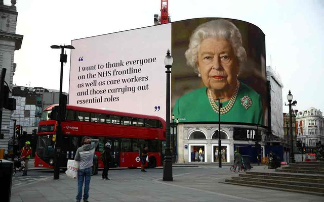 A message from Britain's Queen Elizabeth II is displayed on a screen in Piccadilly Circus, as the spread of the coronavirus disease (COVID-19) continues, London, Britain, Apr 8, 2020. REUTERS