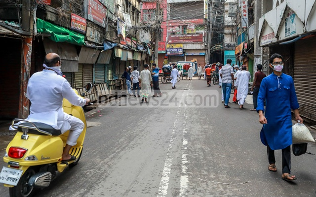 Chawkbazar looked almost deserted on the first day of Ramadan amid the coronavirus shutdown. Every year, the biggest Iftar market of Dhaka bustles with shoppers and sellers here.