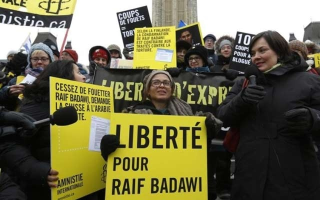 Ensaf Haidar (C) takes part in a demonstration calling for the release of her husband, Raif Badawi, on Parliament Hill in Ottawa Jan 29, 2015. REUTERS