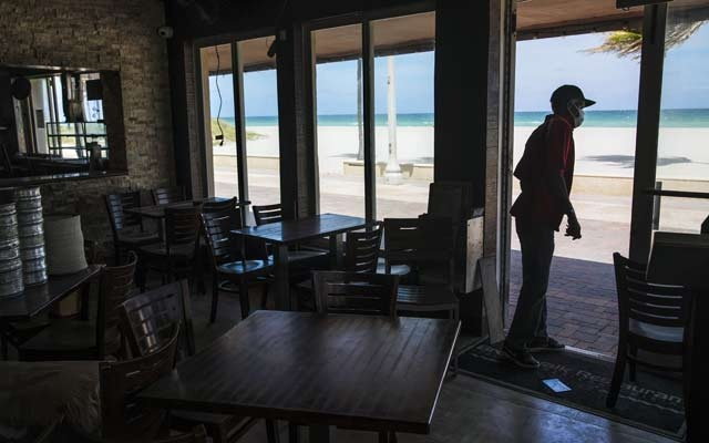 Broadwalk Restaurant in Hollywood Beach, Fla, Apr 23, 2020. Politicians and public health experts have sparred for weeks over when, and under what circumstances, to allow businesses to reopen and Americans to emerge from their homes, but another question could prove just as thorny — how? The New York Times