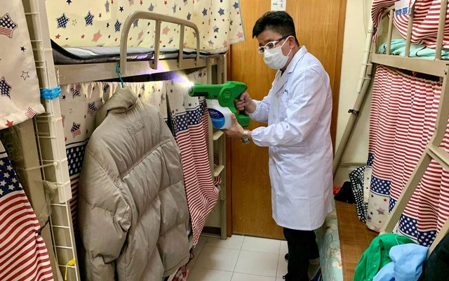bA man demonstrates how to spray MAP-1, an antimicrobial coating that a team of university researchers claimed to be effective in killing virus, bacteria and spore, at a bedspace apartment in Hong Kong, China April 21, 2020. REUTERS