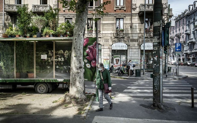 A florist makes a home delivery in Milan due to social distancing restricitions set by the government to slow the spread of the coronavirus, April 17, 2020. As the country plans to begin reopening up on May 4, mayors say they will be critical to getting people to follow the rules as life is reorganised to avoid crowding and renewed contagions. (Alessandro Grassani/The New York Times)