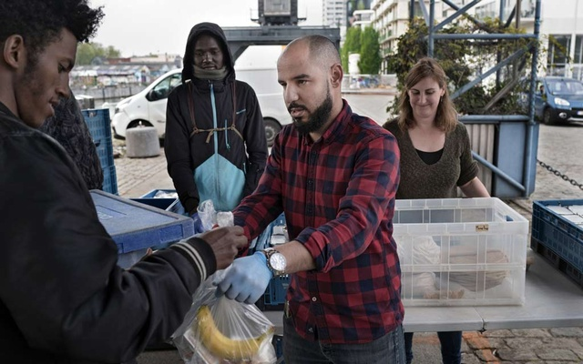 Nabil Moujahid, a 33-year-old schoolteacher, distributes food to migrants in Brussels, Belgium, on Apr 19, 2020. Under strict lockdown measures, asylum seekers and migrants on the streets of Brussels increasingly rely on residents for survival. The New York Times