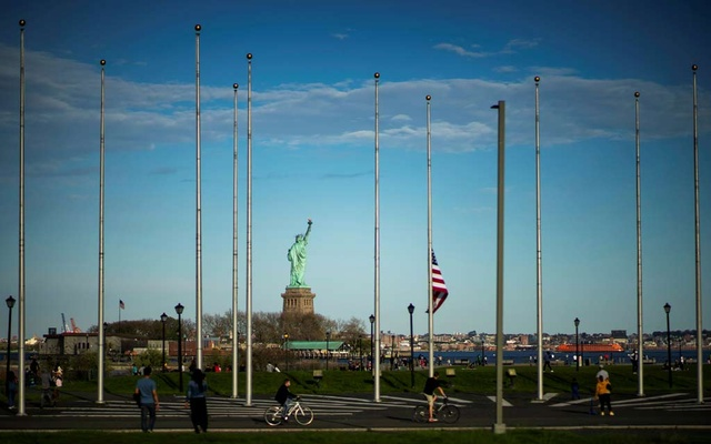 People visit the Liberty State Park after many New Jersey Parks set to re-open during the outbreak of the coronavirus disease (COVID-19) in Jersey City, New Jersey, US, May 2, 2020. Reuters