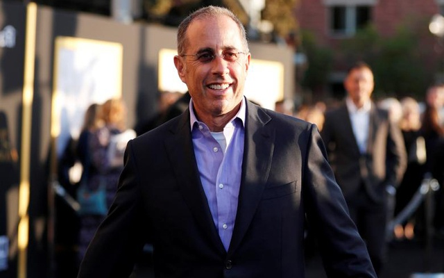 """Jerry Seinfeld arrives for the premiere of the movie """"A Star Is Born"""" in Los Angeles, California, US, Sept 24, 2018. REUTERS/FILE"""