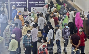 Customers queue up at the principal branch of state-owned Sonali Bank in Dhaka's Motijheel commercial area on Tuesday as the government gradually starts to ease the lockdown rules during the coronavirus crisis.