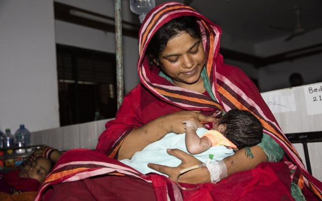 Global containment measures such as lockdowns and overwhelmed health centres during the coronavirus pandemic threaten to put millions of expecting mothers and newborn babies at risk. Photo: UNICEF