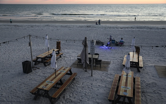 Empty tables in Treasure Island, Fla, May 7, 2020. The New York Times