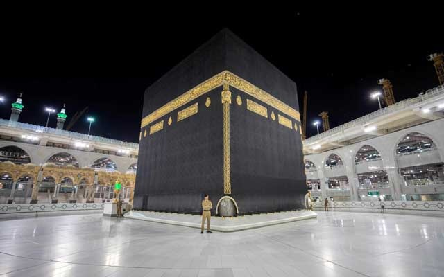 Saudi security officers stand in front of the Kaaba at empty Grand mosque, as a preventive measure against the coronavirus disease (COVID-19), during the holy month of Ramadan, in the holy city of Makkah, Saudi Arabia May 5, 2020. Saudi Press Agency/Handout via REUTERS
