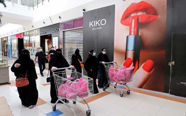 Women shop at a shopping mall after the Saudi government eased a curfew and allowed stores to open, following the outbreak of the coronavirus disease (COVID-19), in Riyadh, Saudi Arabia May 2, 2020. Reuters