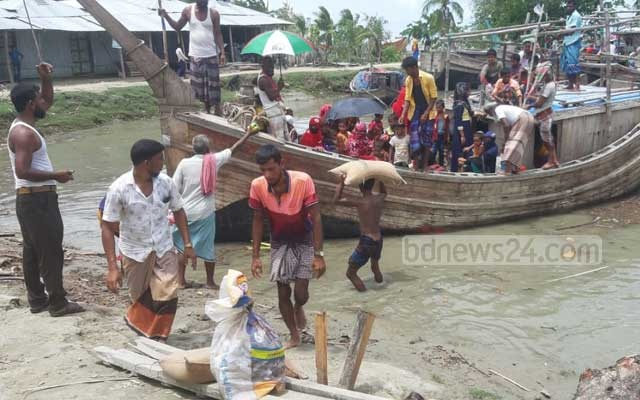 Residents are evacuated by boat in Bangladesh before cyclone Amphan on May 19, 2020.