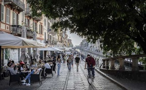 Bars and restaurants serve their customers at outdoor tables along the Navigli in Milan, Monday, May 18, 2020. The New York Times