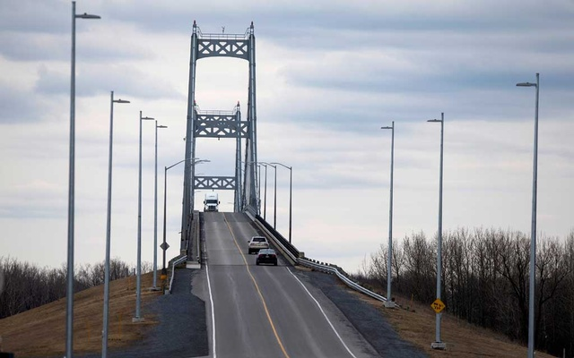 A truck drives over the Seaway International Bridge from the US into Canada after movement restrictions came into effect due to coronavirus disease (COVID-19) on Cornwall Island, Ontario, Canada March 25, 2020. REUTERS