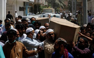 People carry the coffins of husband and wife who were killed in a plane crash, during a funeral in Karachi, Pakistan May 23, 2020. REUTERS/Akhtar Soomro