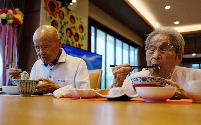 World's oldest living married couple Masao Matsumoto and Miyako Matsumoto eat lunches at a nursing house in Takamatsu, Kagawa prefecture, Japan Sep 4, 2018. Reuters