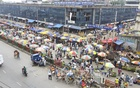 The kitchen market in Dhaka's Mirpur-1 has been relocated to the main road to ensure social distancing. Photo: Asif Mahmud Ove