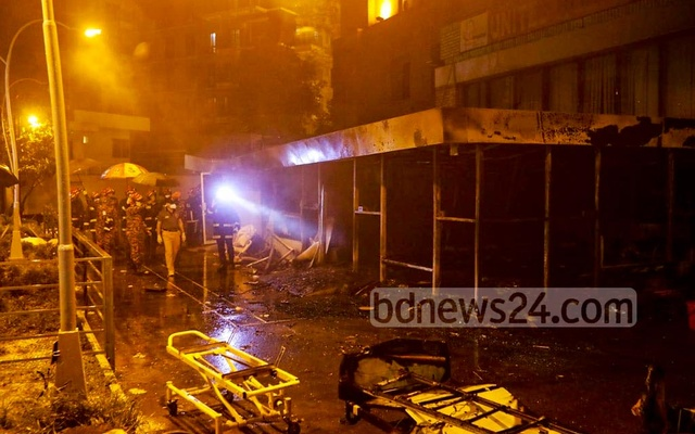 A fire burnt down the tent-like coronavirus unit of the United Hospital in Dhaka's Gulshan on Wednesday night killing five COVID-19 patients.