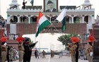 India Pakistan Attari-Wagah border. in.news.yahoo.com