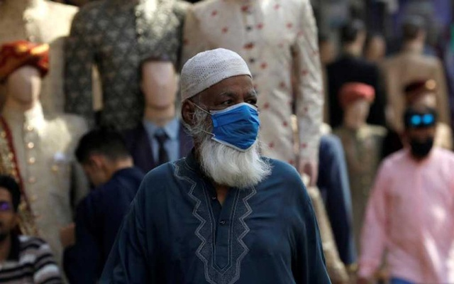 A man wearing a protective face mask, walks past shops at a market, as the outbreak of the coronavirus disease (COVID-19) continues, in Karachi, Pakistan June 1, 2020. REUTERS/Akhtar Soomro