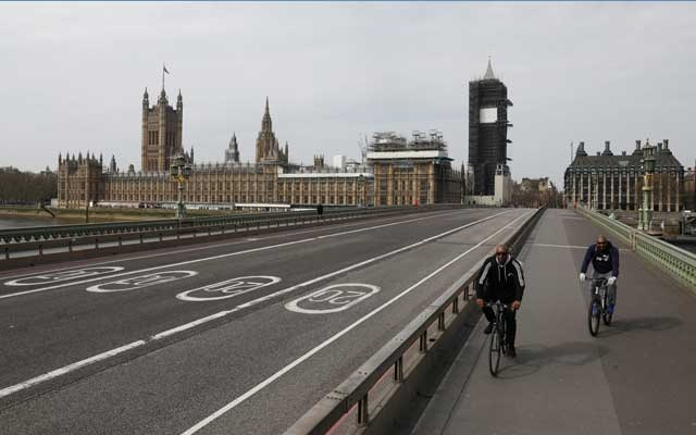 FILE PHOTO: Cyclists ride over an almost empty Westminster Bridge, as the spread of the coronavirus disease (COVID-19) continues, London, Britain, April 8, 2020. REUTERS/Simon Dawson/File Photo