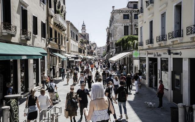 Pedestrians in the streets of Venice, Italy, on June 1, 2020.
