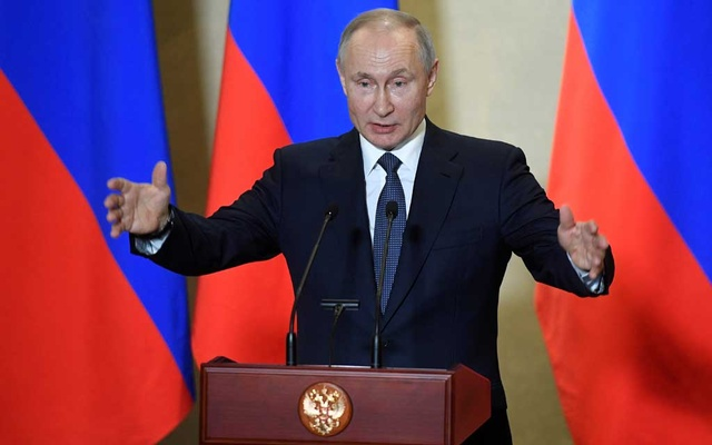 Russian President Vladimir Putin delivers a speech in Sevastopol, Crimea, Mar 18, 2020. REUTERS