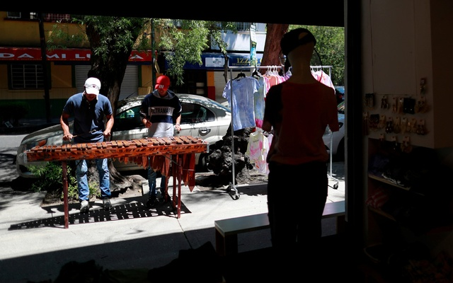 Musicians play the marimba on the streets in a residential neighbourhood to earn a living as they serenade homes for tips in Mexico City, Mexico June 13, 2020. Picture taken Jun 13, 2020.REUTERS
