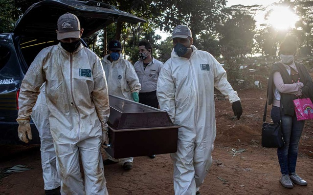 Grave diggers carry the coffin of a coronavirus victim before burial at the Vila Formosa cemetery in São Paulo, Brazil, May 28, 2020. The New York Times